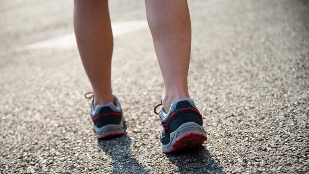 Sigue estos tips para bajar esos kilitos demás mientras caminas
