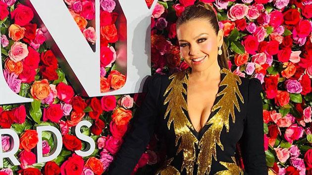 Thalía demuestra su talento con el arcoal estilo de Robin Hood