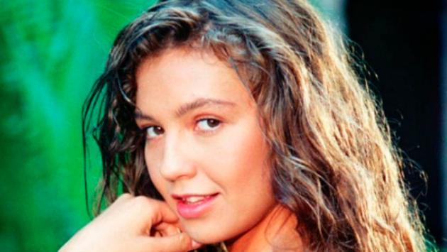"""Thalía recrea intro de """"Marimar"""" y causa furor en redes sociales"""