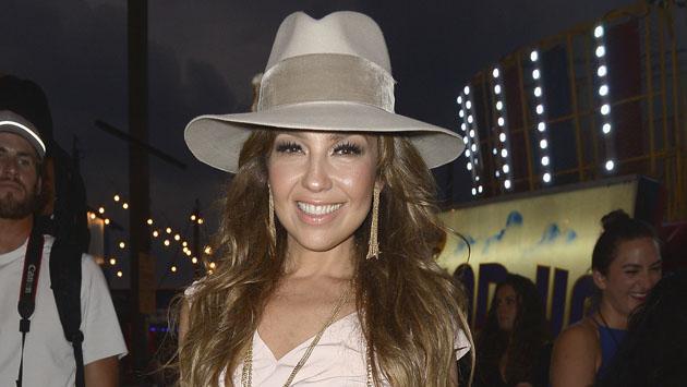Thalía sorprende con elegante look retro