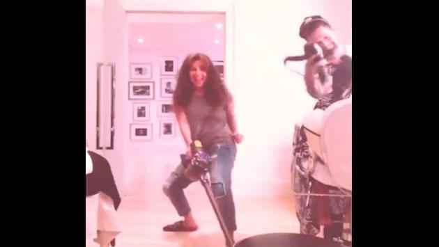 Thalía te enseña cómo se limpia con estilo [VIDEO]