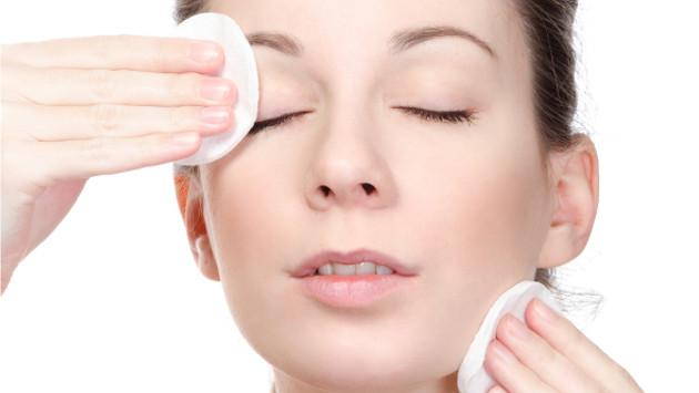 Tip para quitarte el maquillaje usando yogurt