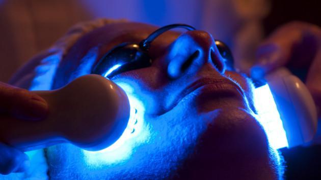 Tratamiento facial con luces led, lo nuevo en estética