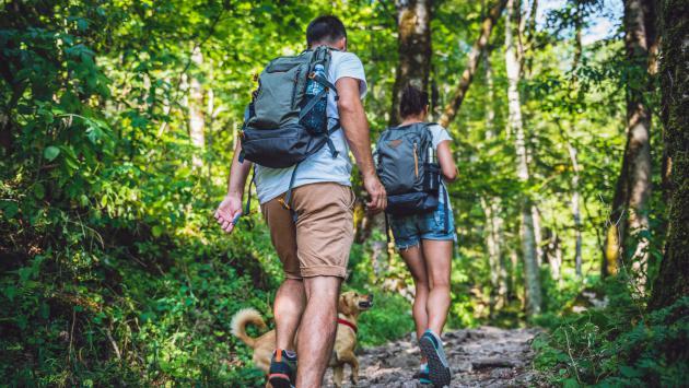 ¿Tu pareja te deja atrás cuando caminan? ¡Debes leer esto!