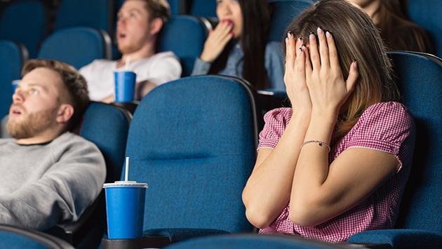Ver películas de terror podría ayudarte a bajar de peso