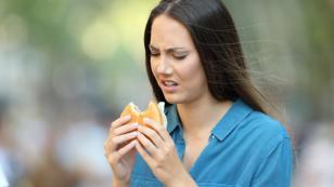 Comer enojada te hace engordar, según los especialistas