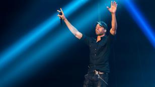 Enrique Iglesias prepara una sorpresa para sus fans