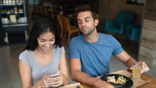 ¿Eres celosa? ¡Sigue estos consejos para evitar dañar tu relación!