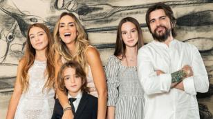 Mira las tiernas fotos familiares de Juanes por la primera comunión de su hijo