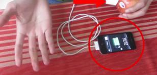 ¿Se puede cargar un celular con una fruta?