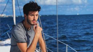 Sebastián Yatra enamora a sus fans al cantar 'Bonita' con poca ropa
