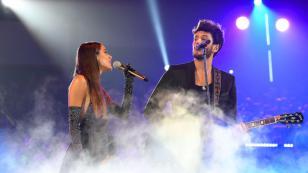 Sebastián Yatra y Tini Stoessel desbordan amor al cantar 'Oye' en vivo