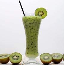 Delicioso jugo de kiwi y naranja.