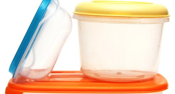 Bicarbonato para eliminar olores en recipientes plásticos