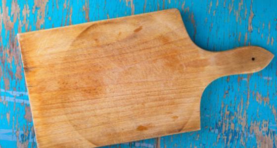 Aprende a eliminar los olores de tu tabla de picar