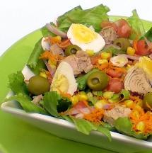 Deliciosa y fácil ensalada de atún.