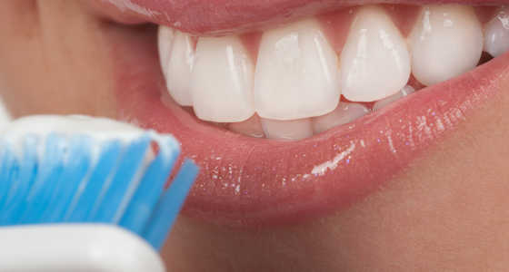 4 errores que comentes al lavarte los dientes