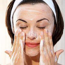 Limpiador facial de yogurt.