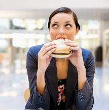 Malos hábitos que te hacen subir de peso.