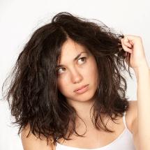 Mascarilla casera para el cabello seco y sin brillo.