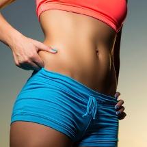 Prendas básicas para chicas con poca cintura
