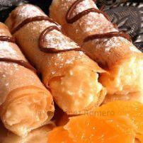Rollitos dulces de frutas de estación.