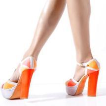 Zapatos 2013: Color, brillos y extravagancia.