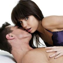 6 juegos sexuales para que tu chico se olvide del fútbol