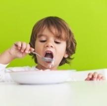 Tips para que tu hijo aprenda a comer correctamente.