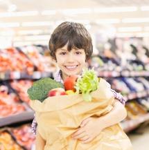Tips para que tus hijos coman saludablemente.